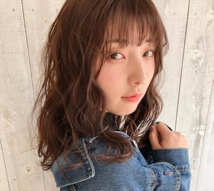em HAIR所属のトップスタイリスト/カラーデザイナー