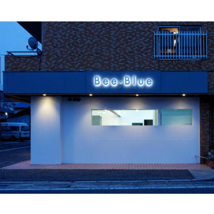 Bee-Blue Hair Produce所属のBee-Blue HairProduce