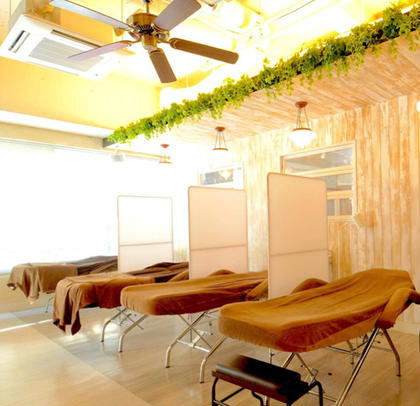 Nail and Eyelash Salon Airy所属のami.