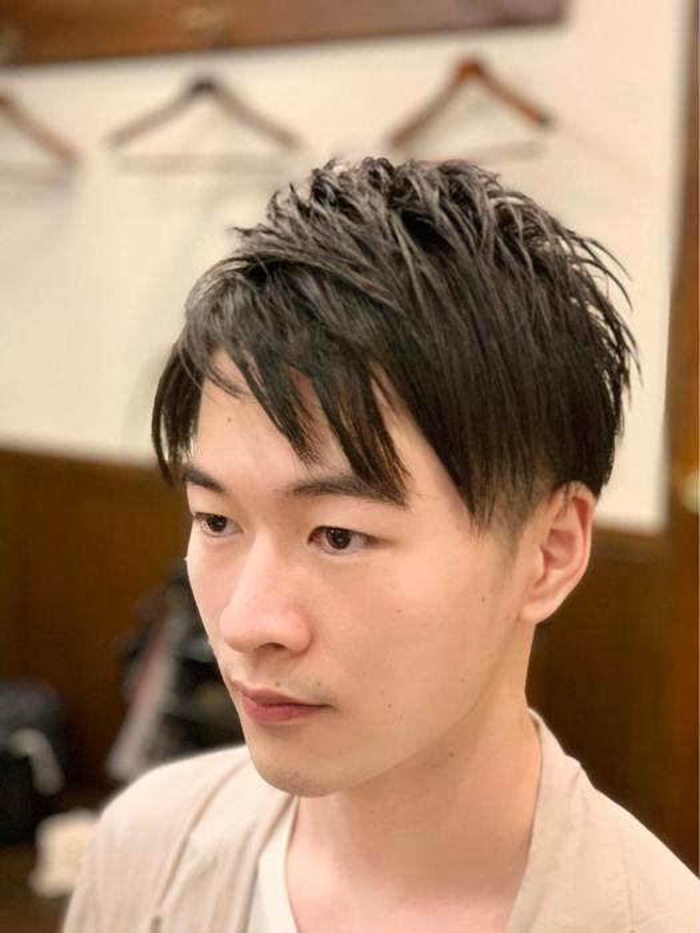 ショート メンズ 前髪は眉毛が出る程度、横はバリカンでさっぱりツーブロック