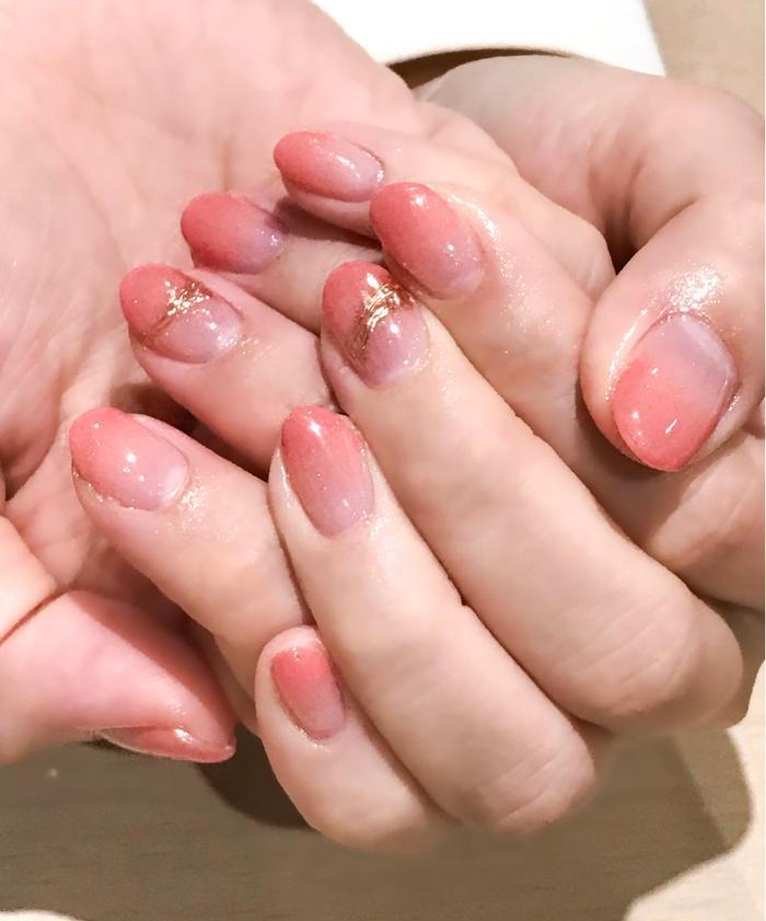 ネイル お客様ネイル💓  春らしいピンクグラデーション💕 桜の花びらのようなネイルです🌸  カラーグラデーション ¥2,500 クロムパウダー    ¥250/1本  #ネイル #ジェルネイル #春ネイル #カラーグラデーション #NyancoNail #鎌ヶ谷