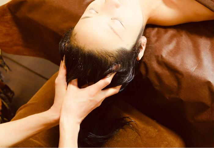 その他 クリームバスとはバリ式ベッドスパの施術名です。頭皮とヘアを同時にトリートメントします。🌺