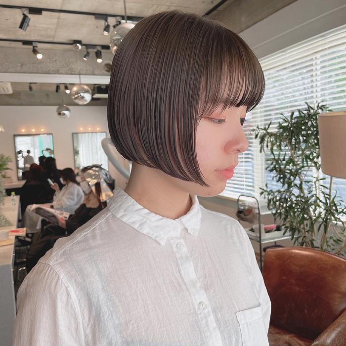 ショート ミニボブをオイルでさらっと抜け感を✔︎  【ナチュラルなニュアンス🍃ヘアスタイル】   垢抜けるスタイルのおすすめヘアーです✔︎  (@masaruhair)にお任せください✔︎   なりたい髪でなりたい自分に🍃   シンプルなのに雰囲気がある 嬉しくなるヘアを提案します✂︎   僕にとって髪の毛は人生に欠かせないおしゃれ要素✔︎   自然体でおしゃれにいられる髪が僕のスタイルです✂︎  無理しない、けどおしゃれになれる。 髪はそれを叶えてくれます!   髪の毛がお洒落になるだけで、トータルのおしゃれ度UP間違いなしです🎗   僕と楽しく自分史上最高のおしゃれ髪になりましょう👒   カットは一人一人に合わせて技術を選び 扱いやすく再現度が高いスタイルを提案します✔︎   カラーは柔らかく透明感のあるカラーや、デザインカラーなど幅広く高評価をいただいています!   カットと合わせてカラーもするのがオススメです❗️  ∽∽∽∽∽∽∽∽∽∽∽∽∽∽∽∽∽∽∽∽∽∽∽∽∽∽∽   僕が思う 『シンプルでニュアンスのあるスタイル』 をみなさんに発信しています✂︎   (初回) cut                         ¥4000 cut&color              ¥6600〜 color                      ¥5500〜 cut&perm              ¥7700〜 double   color       ¥11000〜 cut&double color ¥14300〜  ※ダブルカラーやハイライトなど ブリーチを使用するメニューは 「ケアブリーチ」を使用して ダメージを最大限抑える施術になっております✂︎   --------------------------------------------   営業時間は  11:00〜20:00  となっております。   コロナ対策として   ・常時換気 ・来店時の検温、アルコール消毒のご協力 ・スタッフのマスク着用 ・施術台の使用毎の消毒 ・提供するドリンク、雑誌の消毒 ・予約枠の制限による密接の回避 ・サロンスタッフは最低限の人数で 予約が入っている時間帯のみのテレワーク型出勤  を徹底させていただきます。  お客様にも来店前に各自での検温や手洗いをお願いいたします。   まだコロナウイルスが猛威を奮っている現状で それでもご来店してくださるお客様に対して 満足して喜んでいただけるよう 最善を尽くして努めてまいります。   サロンには常時スタッフがいるわけではないので お電話でのご連絡はつながらないことが多くなると思います。  ご予約、お問い合わせは インスタグラムでDMを送っていただくか ライン、ミニモ、ホットペッパー からお願いいたします。   みなさんが来ても安心して入れるように 衛生面をはじめ 僕自身も毎日の検温や手洗いなど 最大限の予防をいたします。   皆様、どうぞお気をつけて お越しくださいませ✴︎  ︎