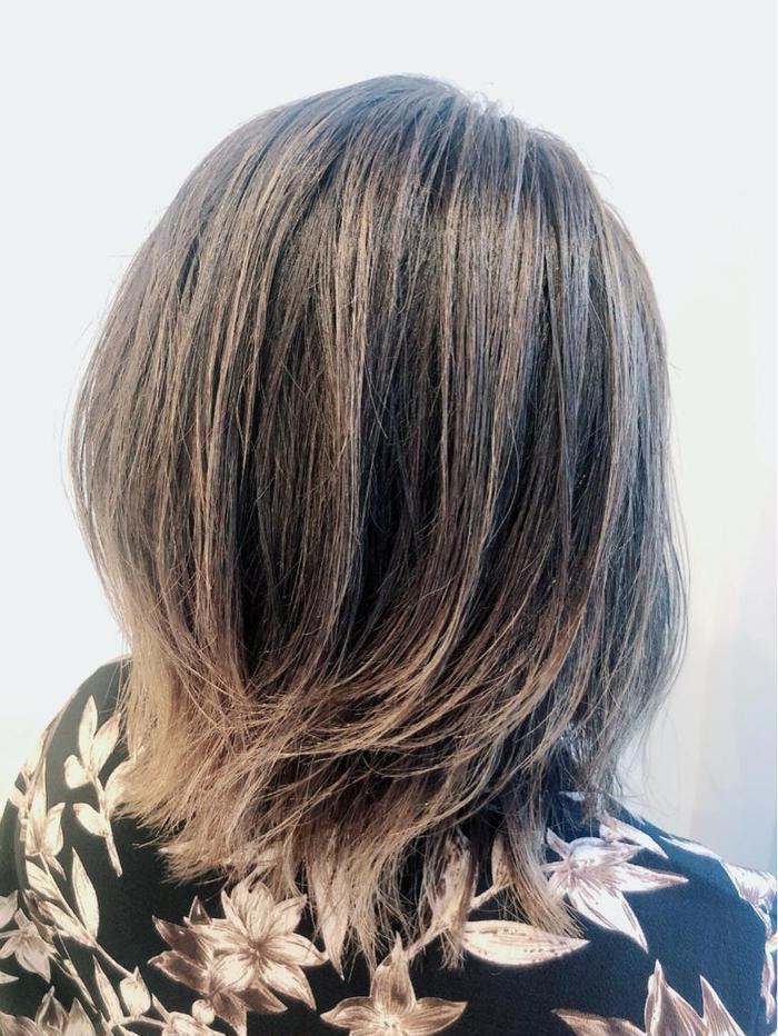ミディアム 外国人風ハイライトカラー⭐️ 髪の毛のダメージをみながら透明感のあるカラーに! 人と違った雰囲気を出せるオススメスタイルです!  ミニモ特別価格で今なら5000円で施術可能です☺️  是非いかがでしょうか??
