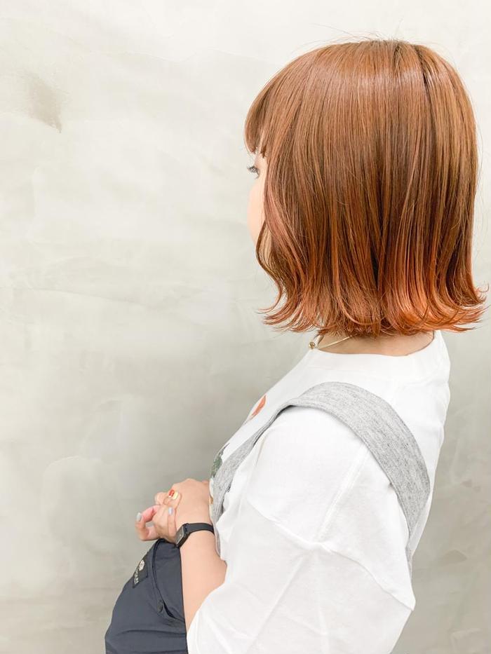 ボブと相性ばつぐんのツートンカラー 外はねのスタイリングが可愛い 切りっぱなしボブ デザイン Sun所属 Sun モエのヘア カタログ ミニモ