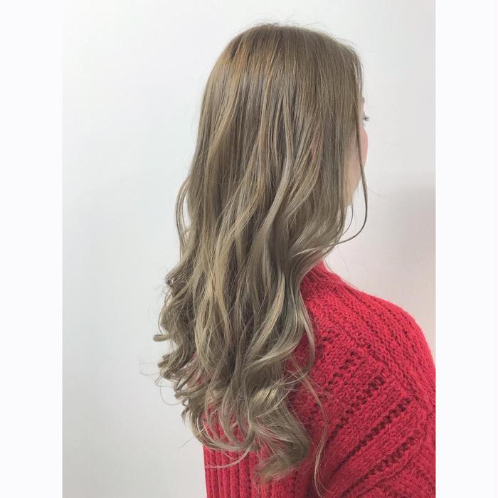 髪 色 ベージュ