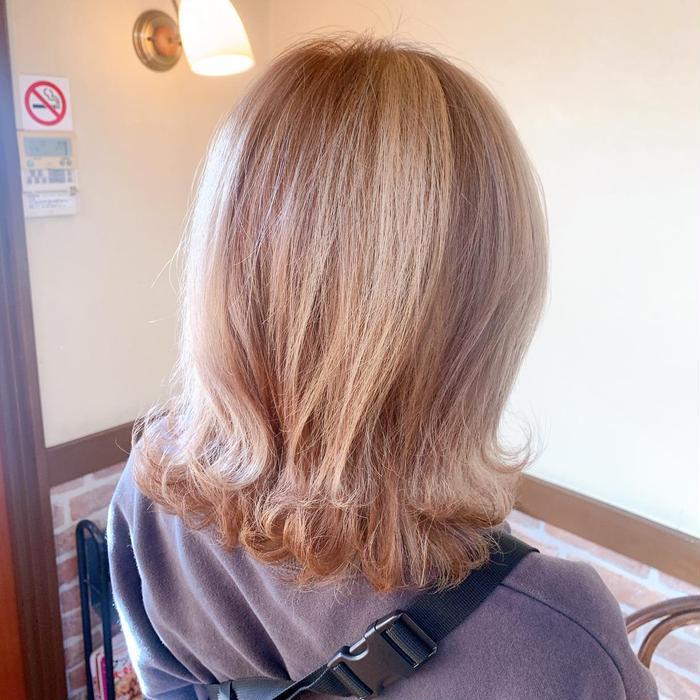カラー 陰影のあるカラーで立体的な髪色に☺️